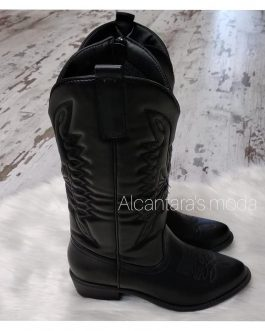 Bota alta mujer negra cowboy