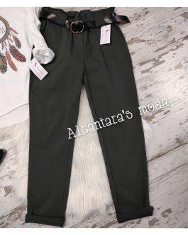 Pantalón verde con cinturón