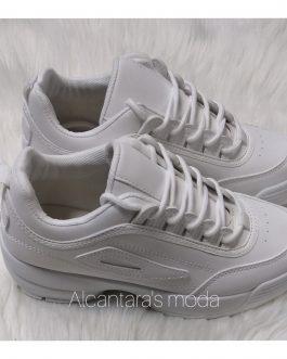 Zapatillas blancas suela ancha