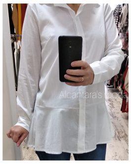 Camisa blanca con volante
