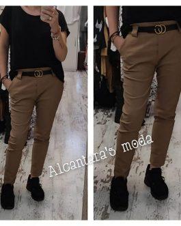 Pantalón camel con cinturón